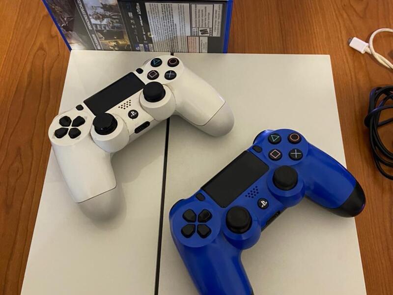 Playstation 4 Blanca 500gb 2 Joysticks 7 Juegos - 2