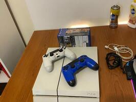 Playstation 4 Blanca 500gb 2 Joysticks 7 Juegos - Imagen 5