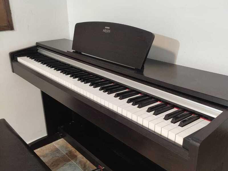 PIANO YAMAHA ARIUS YDP 141 - 1